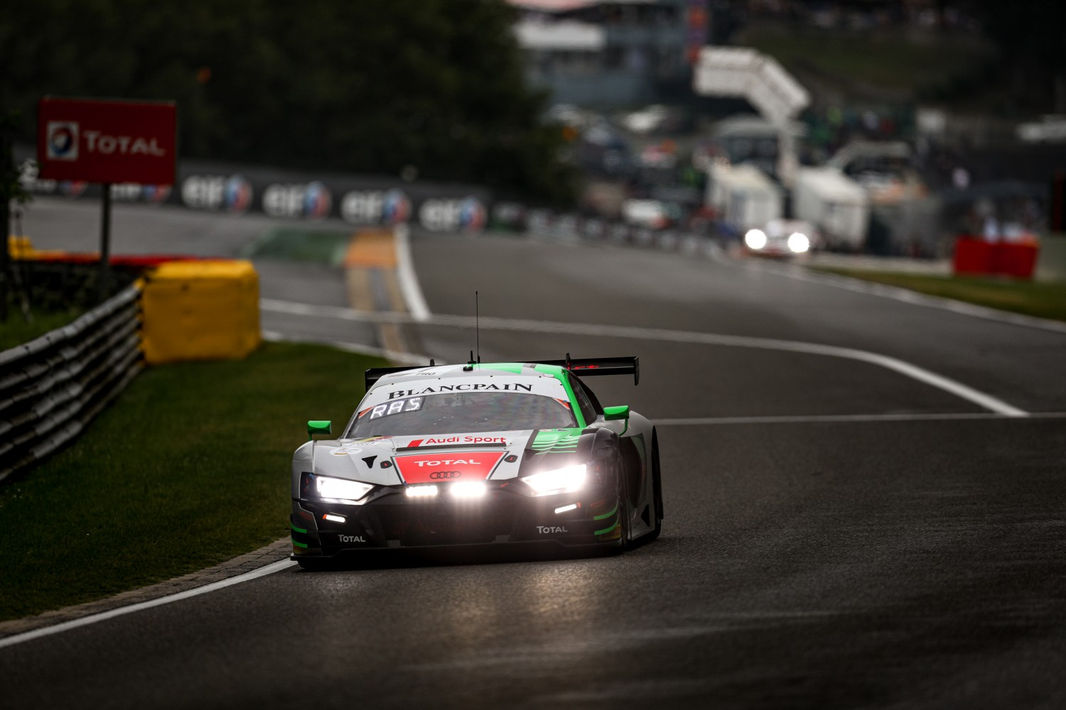 Audi Team WRT Audi in control as night falls, SMP Racing Ferrari secures points for leading at six hours