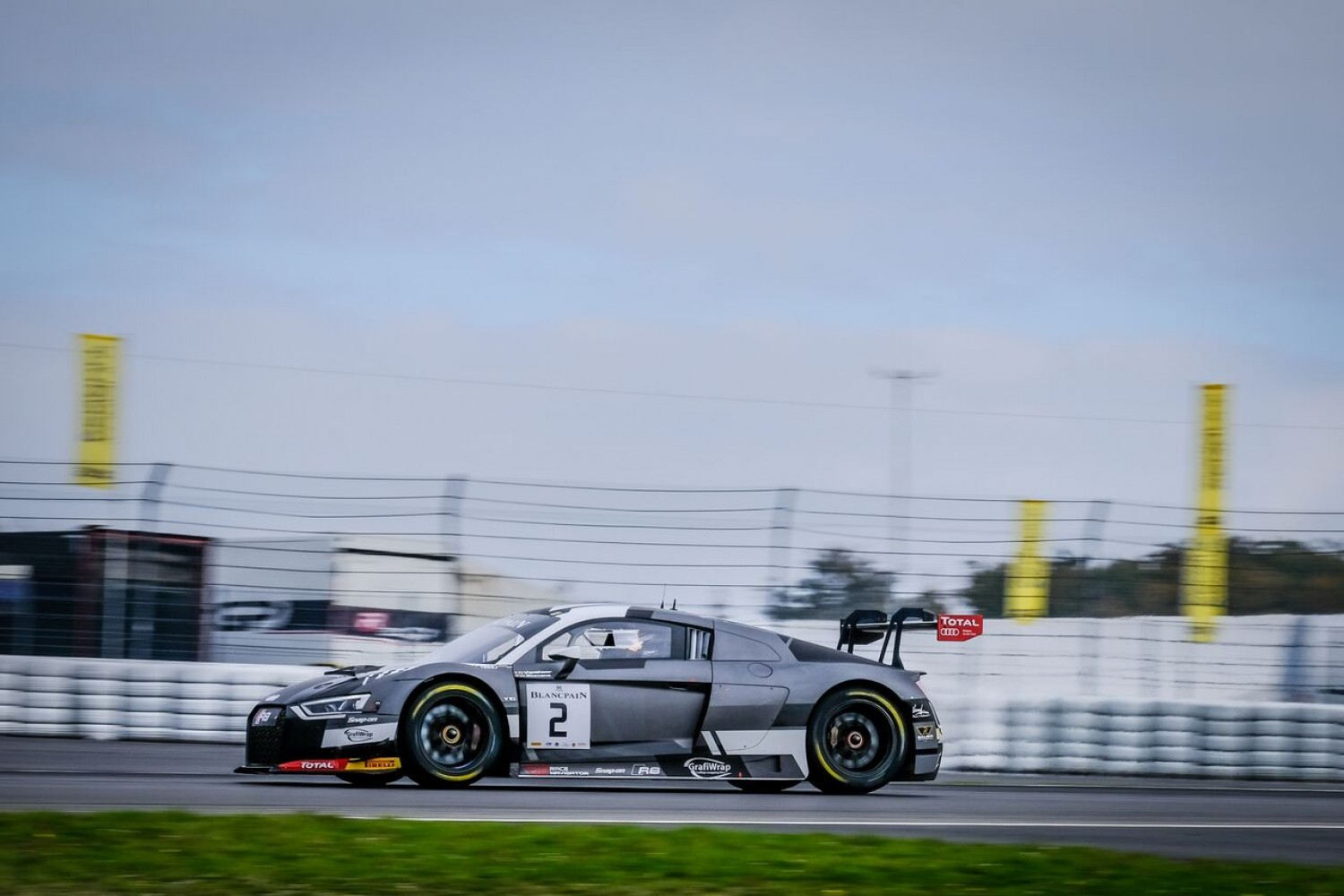 Vanthoor leads opening practice at the Nurburgring
