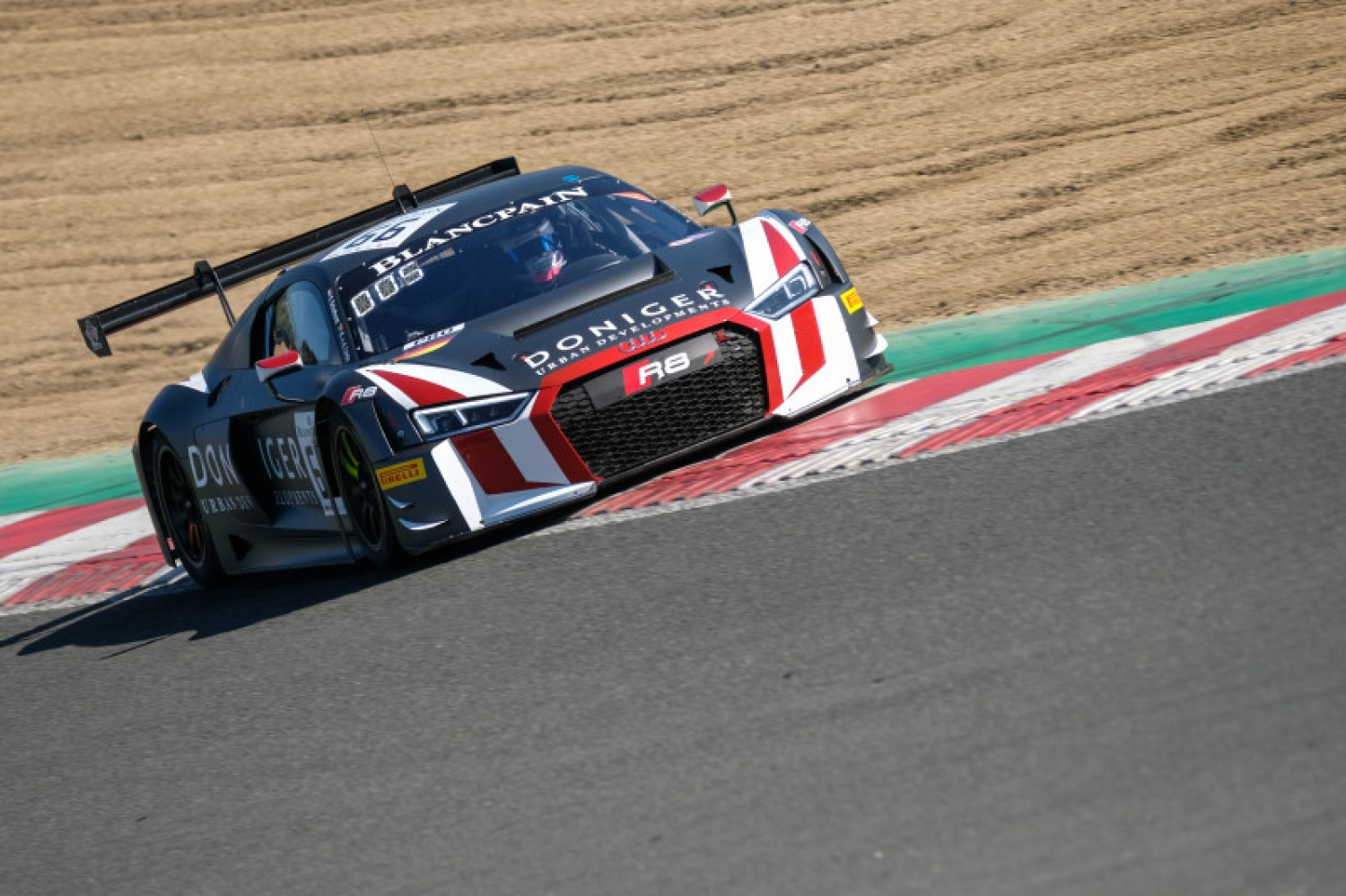 Van der Linde sends Attempto-Audi to the top in second Brands Hatch practice