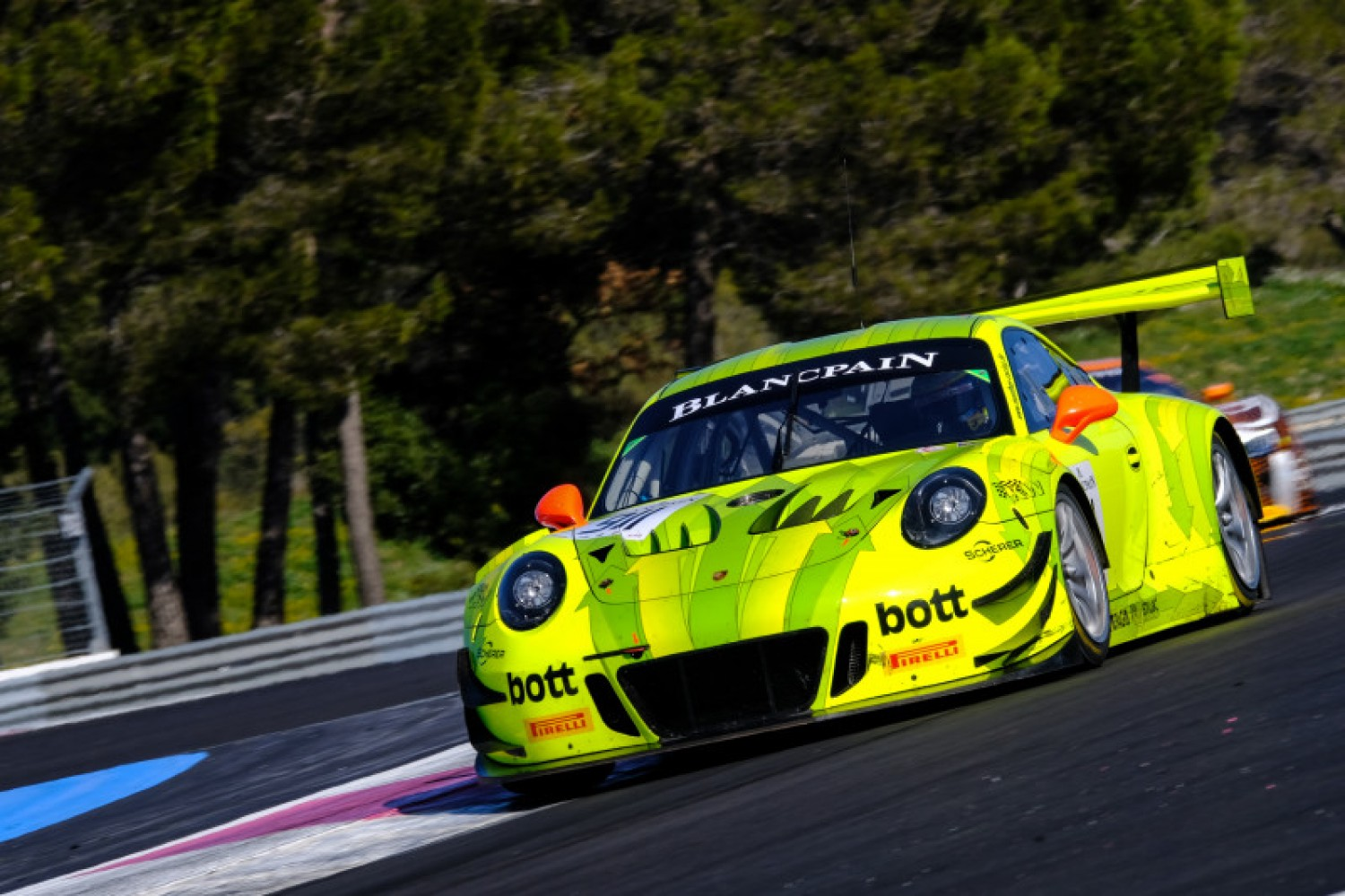 Endurance Cup assault gathers pace for racing royalty Porsche