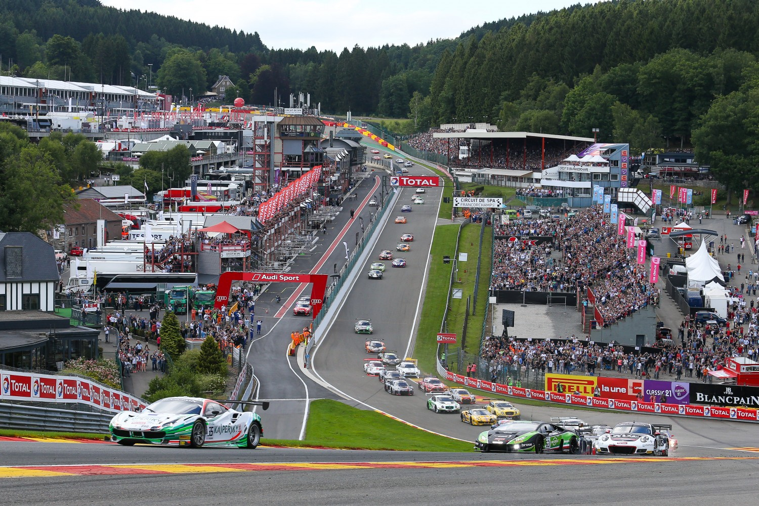 Pole-winning Ferrari leads at Spa after opening hour