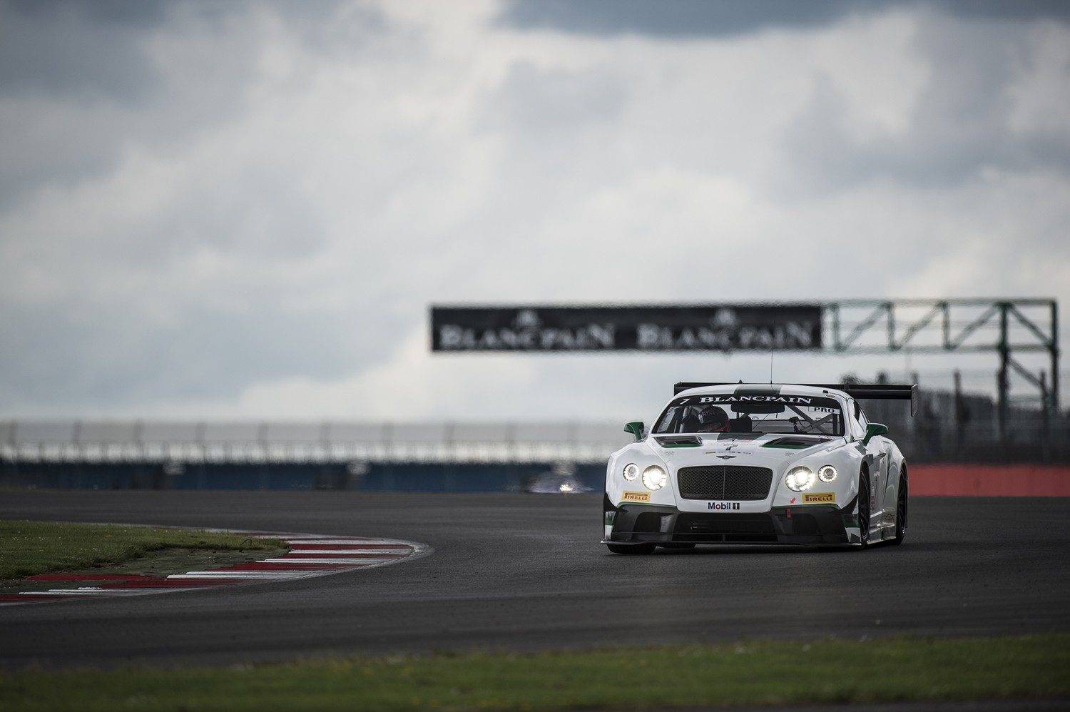 Historical first win for Bentley Continental GT3 in Silverstone