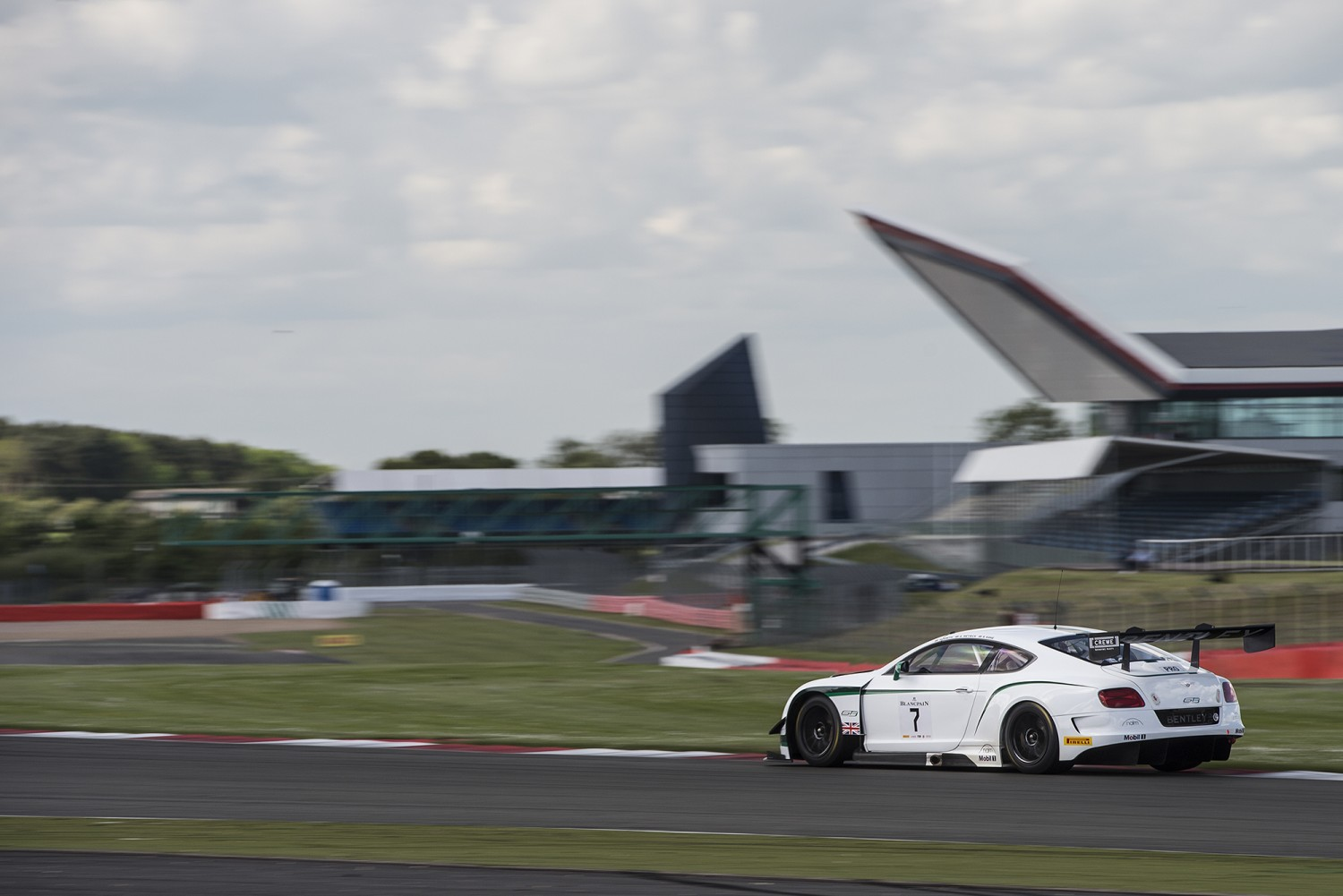 Breaking news : M-Sport Bentley takes a popular home win in Silverstone