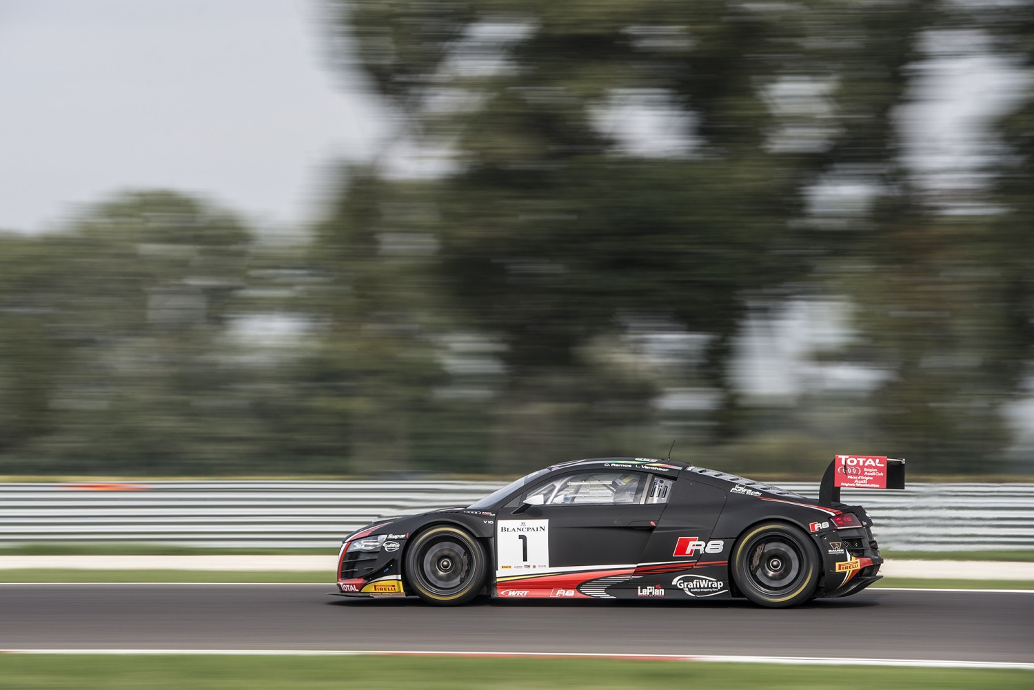 Laurens Vanthoor on pole for qualifying race
