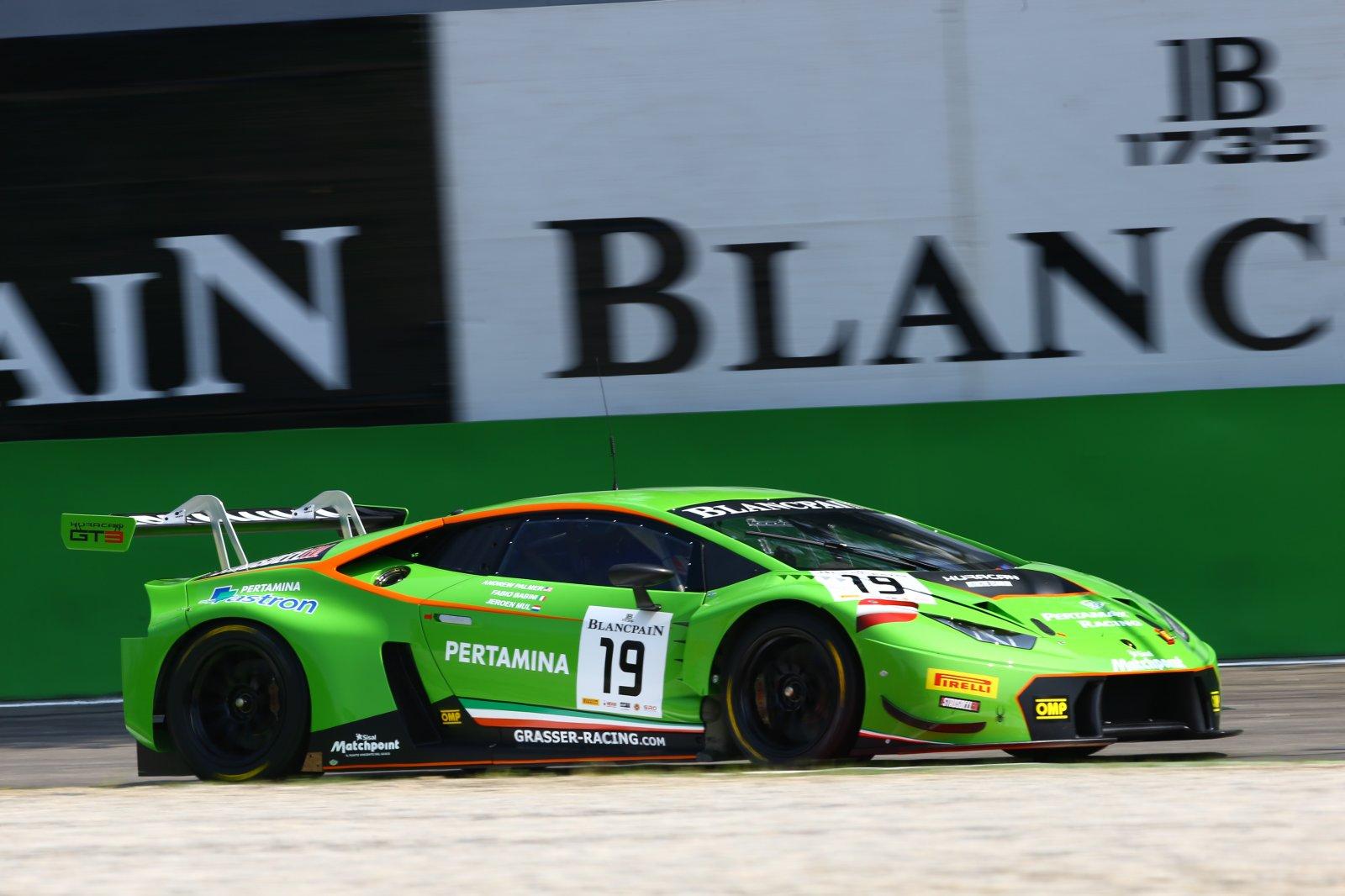 Breaking : Lamborghini Huracan takes win at maiden race
