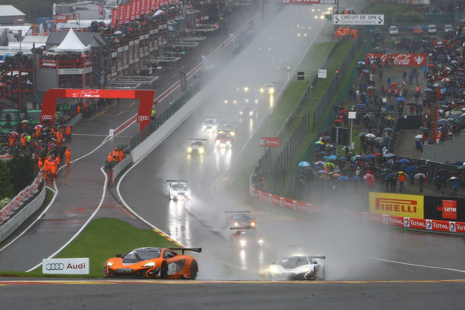 Race update after 1 hour : Wet start to the 2015 Total 24 Hours of Spa