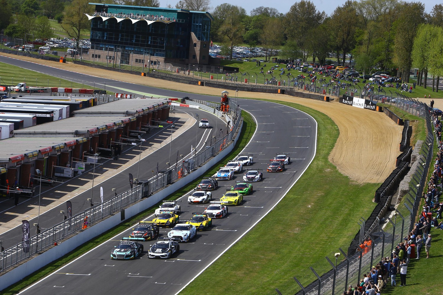 Qualifying Race Brands Hatch : Dominant win for Vanthoor and Frijns