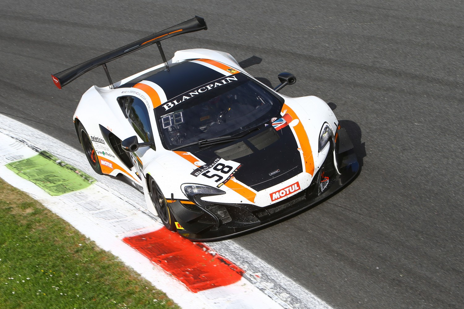 Garage 59 McLaren takes win after nail-biting finish