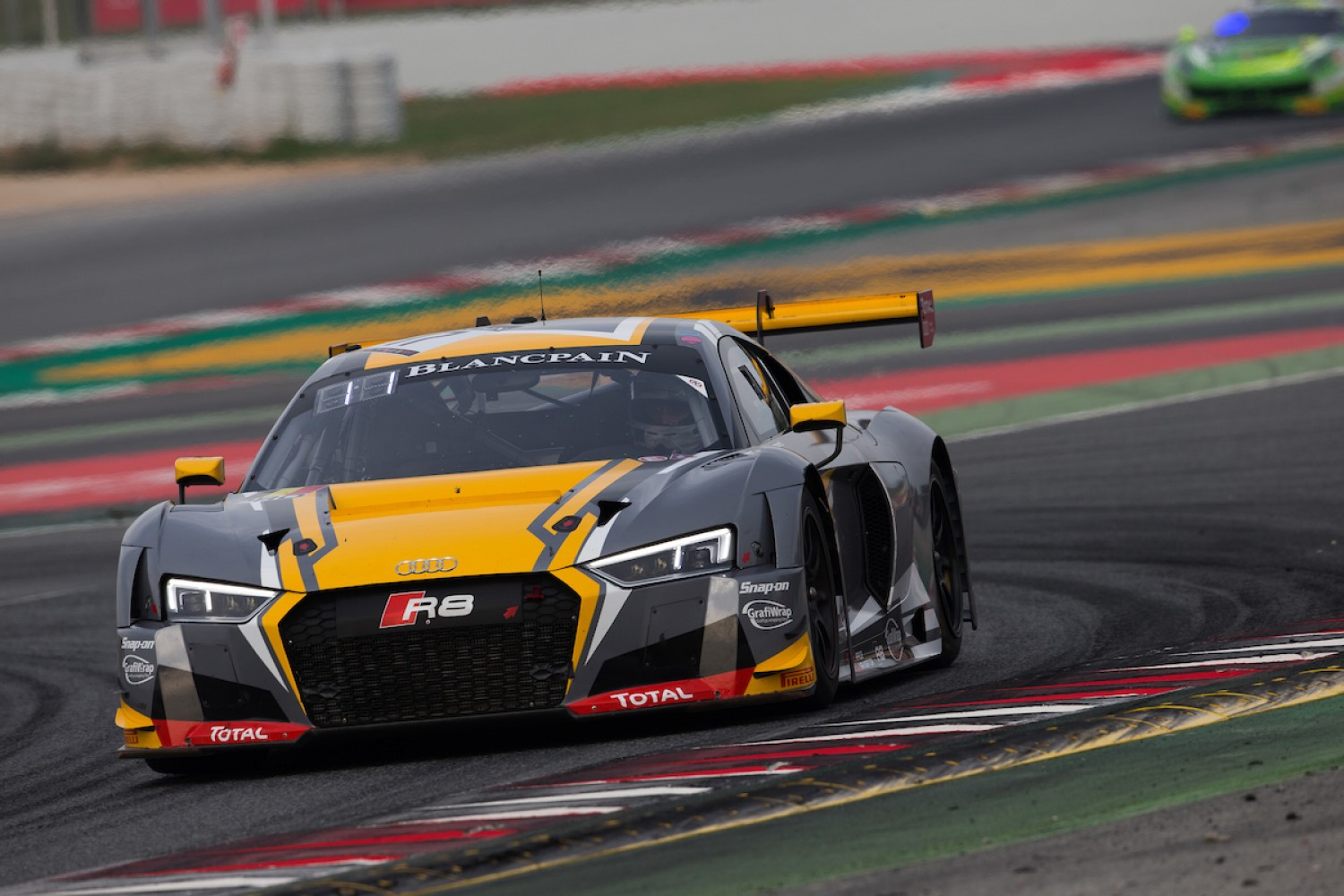 Robin Frijns takes pole position for the season finale