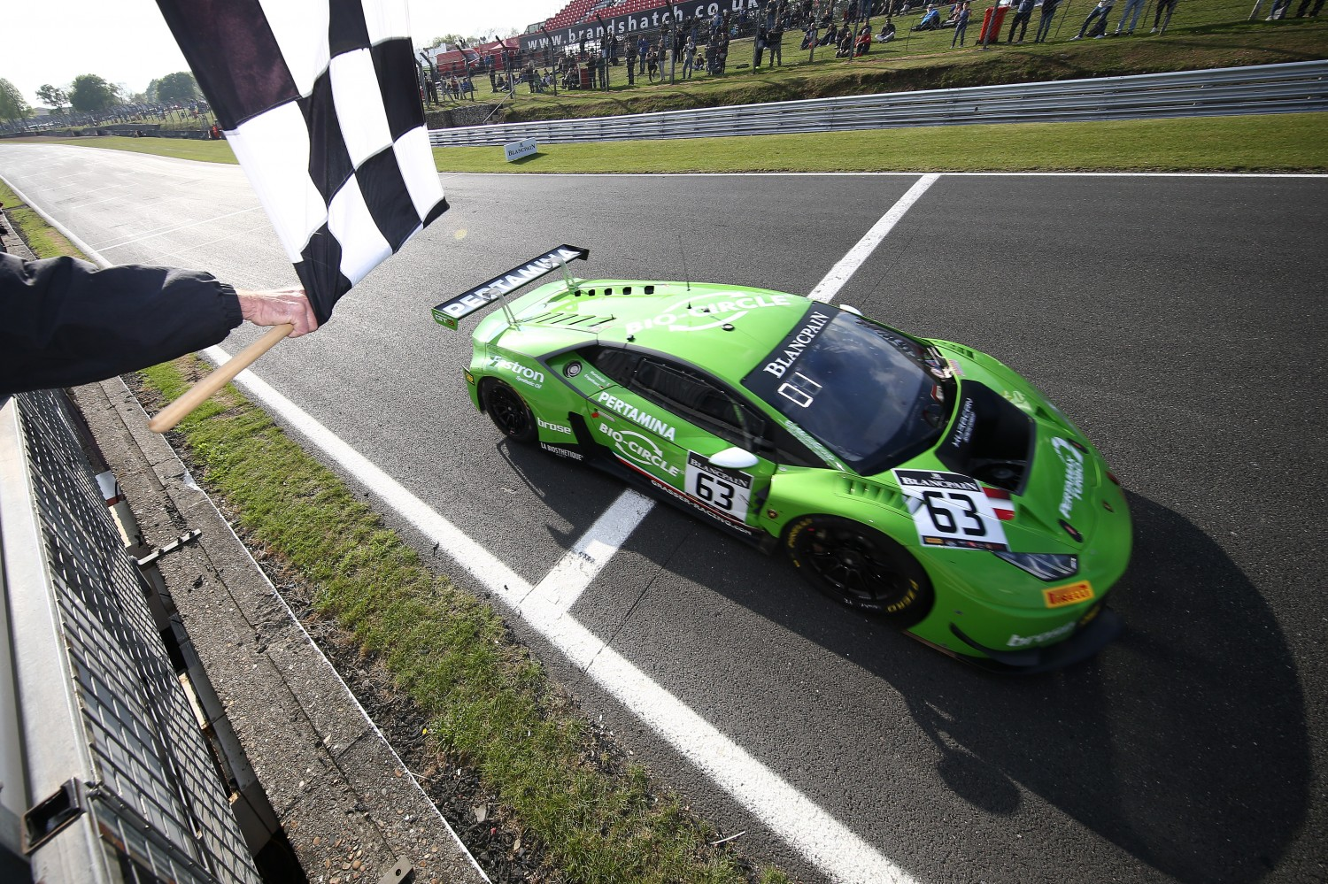 Clear win gives Lamborghini-duo Bortolotti and Engelhart championship lead