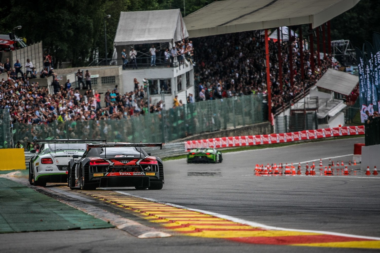 Lengthy safety car intervention shapes early hours of Total 24 Hours of Spa