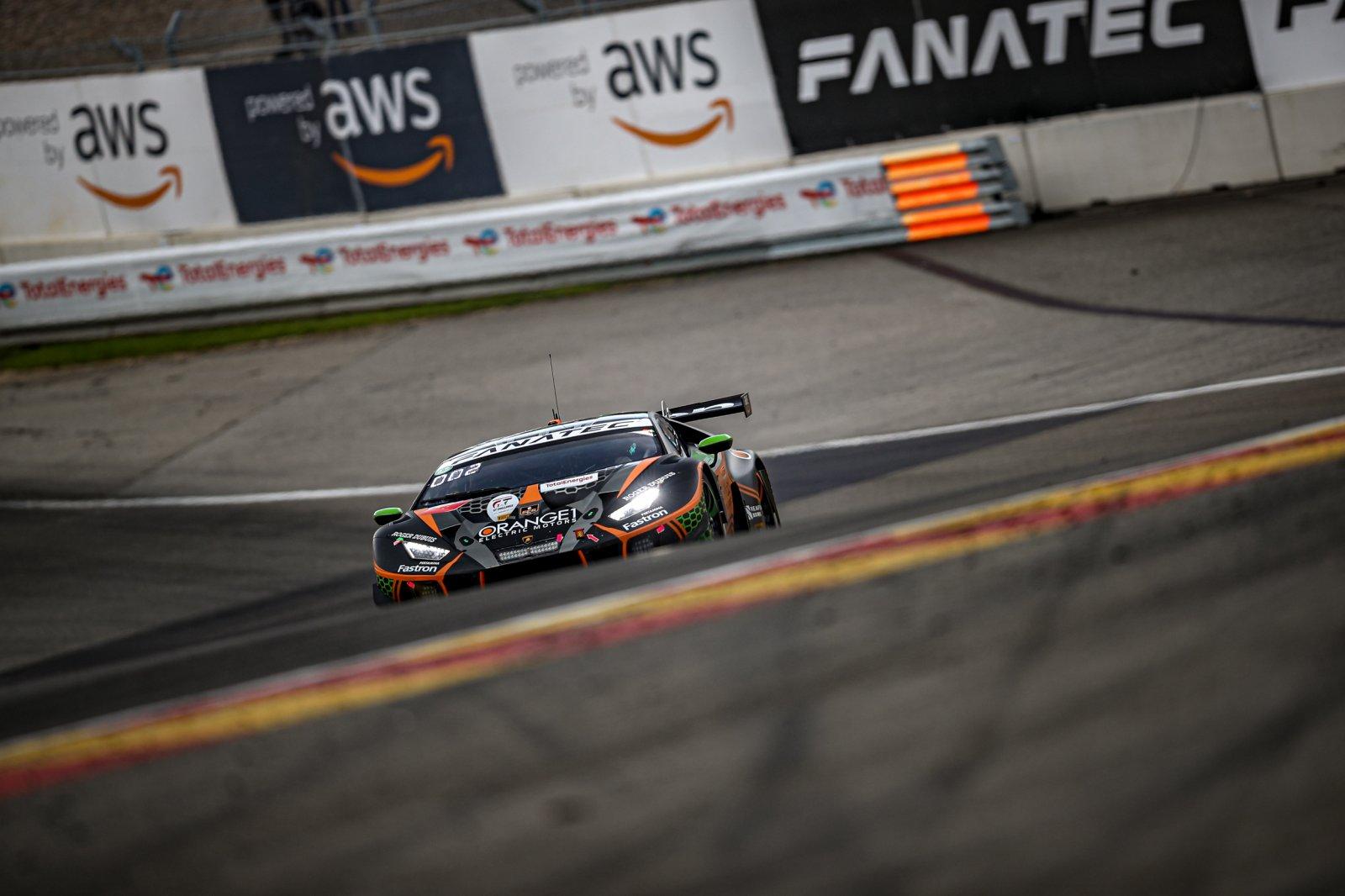 4-hour update: alternate strategy puts Orange1 FFF Racing Lamborghini in the lead