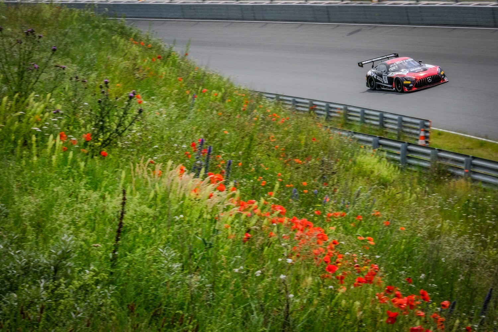Gounon keeps AKKA ASP Mercedes-AMG on top in pre-qualifying