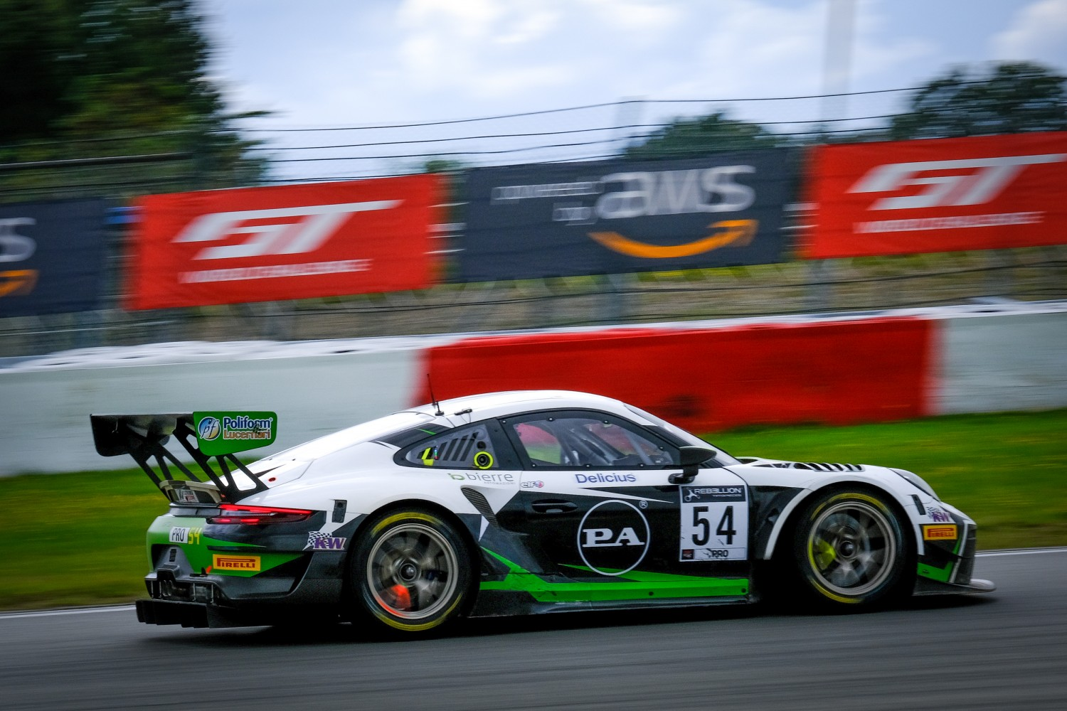 Porsche squad Dinamic Motorsport names driver line-up for Endurance Cup programme
