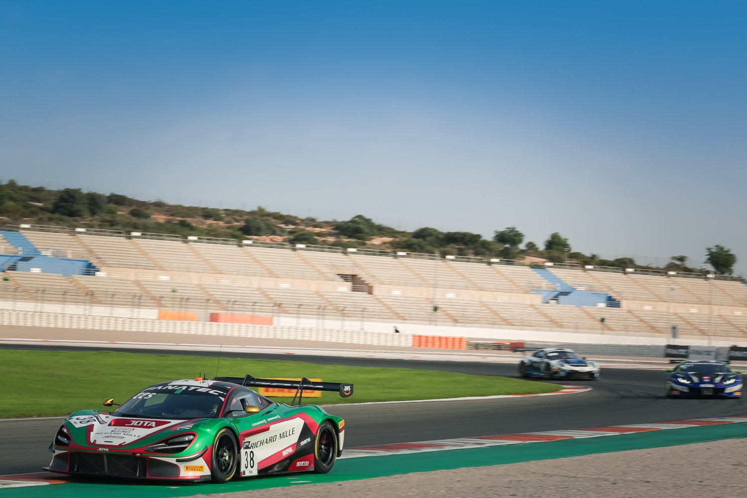 JOTA McLaren hits the front as Barnicoat paces pre-qualifying at Valencia