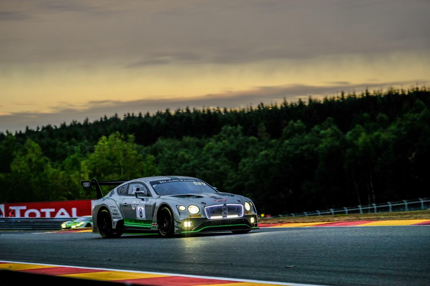 #8 Bentley Team M-Sport GBR Bentley Continental GT3 - - - Vincent Abril MCO Andy Soucek ESP Maxime Soulet BEL, Morning, Race  | SRO / Dirk Bogaerts Photography