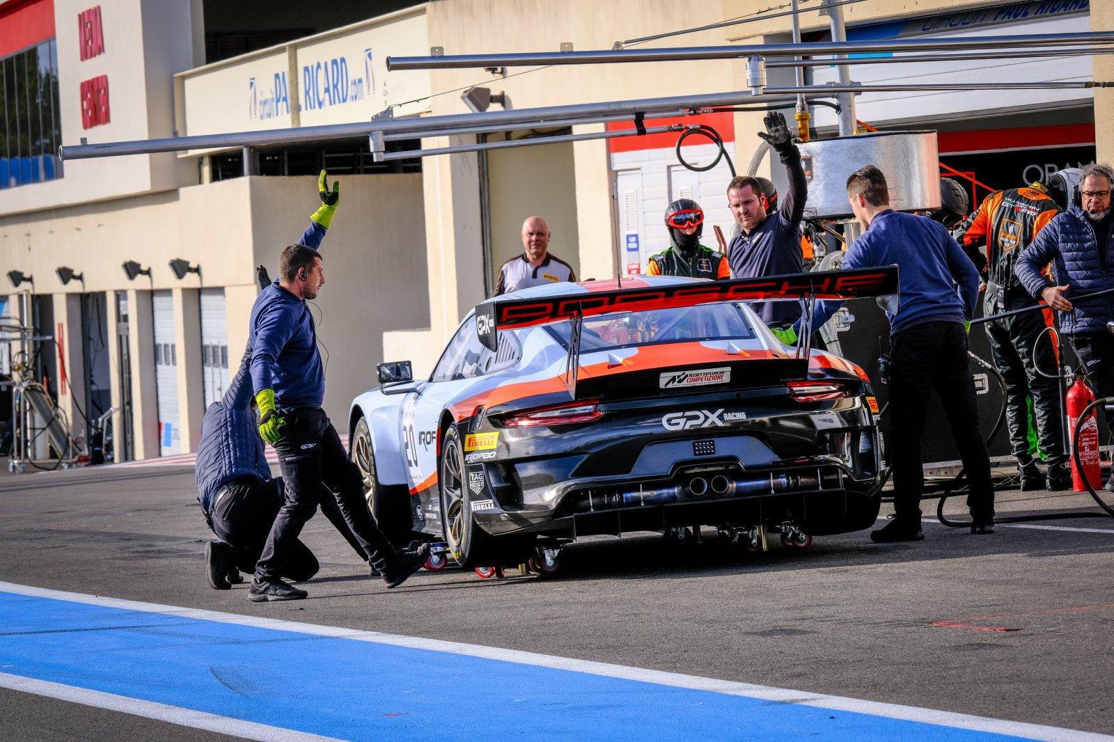 #20 GPX Racing UAE Porsche 911 GT3 R, Pitlane