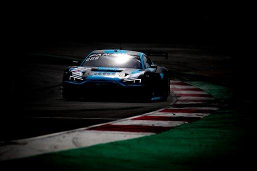 #26 Sainteloc Racing FRA Audi R8 LMS GT3 Aurelien Panis FRA Frederic Vervisch BEL Pro, #38 Jota GBR McLaren 720 S GT3 Oliver Wilkinson GBR Ben Barnicoat GBR Pro, GT3, Race 2    SRO / Jules Benichou - 21creation
