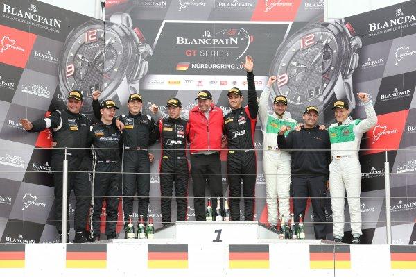 [宝珀GT] Frijns和Leonard加冕2017赛季宝珀冲刺赛车手总冠军