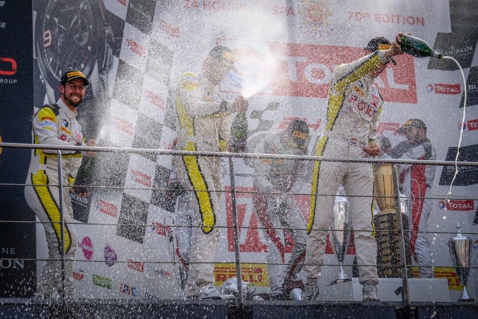 Finish, Podium, Race